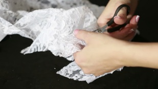 Hand cutting lace